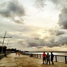 The moment #woodlands #waterfront #singapore #sunset #sky #clouds #cloud #nofilter #sunset #jetty #johor #strait #jb #causeway #guosheng #guoshengz