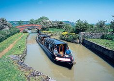 In beautiful Warwickshire at the junction of the South Oxford and Grand Union Canals, Napton Narrowboats offer an excellent choice of routes.