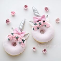 Image about donuts in food by Mariel on We Heart It Mini Donuts, Cute Donuts, Doughnuts, Unicorne Cake, Cake Art, Unicorn Foods, Unicorn Donut, Delicious Donuts, Cute Desserts