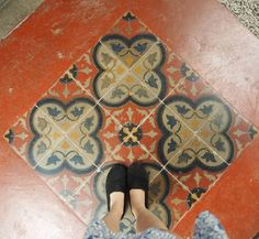 Happy #CNY to all who are celebrating #penang #fwisfeed #nofilter #nofilterneeded #shoestagram #potd #tiles #footstagram #shoesoftheday #ihavethisthingwithtiles #ihavethisthingwithfloors #fromwhereistand #feetmeetfloors #tileaddiction by flooredbytiles