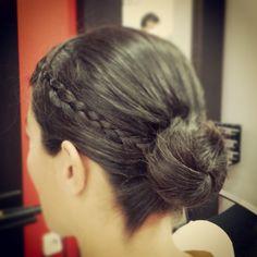 Recogido bajo con trenzas. #tocados #peinados #estilo #estilismo #pelo #moda #tendencias #bodasasturias #trenzas #peluqueriagijon #gijon #asturias #hairstyle #bride #braids #wedding #updos #fashion #trends