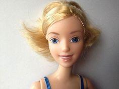 Artist Challenges Societal Beauty Standards By Removing Dolls' Makeup | Les enfants doivent avoir le choix !