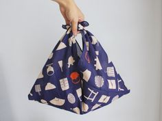 Japanese Textiles, Japanese Fabric, Japanese Kimono, Japanese Bags, Modern Kimono, Japanese Sewing, Diy Purse, Simple Bags, Modern Outfits