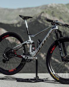 Schurter's bike features Scott's own TwinLoc suspension lockout system Xc Mountain Bike, Mountian Bike, Mountain Bikes For Sale, Best Mountain Bikes, Downhill Bike, Mtb Bike, Road Bike, Scott Bikes, Scott Mtb