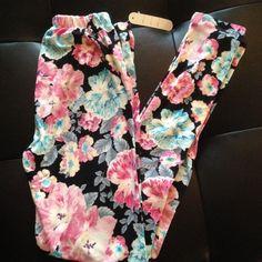 Floral leggings NWT! Floral leggings NWT Pants Leggings