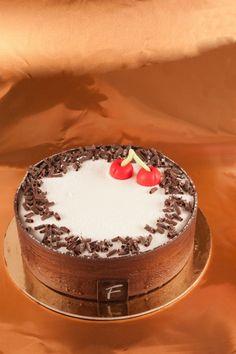Dolce Nera - Pan di Spagna al cacao e mandorle, Mousse bianca al mascarpone