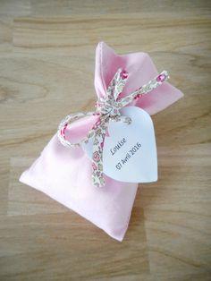 Sachet à dragées - Sur commande - Baptême - Mariage - Pochon - Ballotin - Entièrement personnalisable - Tissu coton rose et cordon Liberty