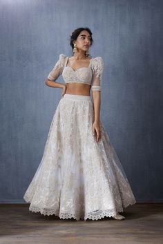 From Flyrobe shutting down, to designers who have white bridal lehengas. Check out all the latest Wedding Related News in this post. Indian Bridal Outfits, Indian Bridal Fashion, Indian Designer Outfits, Indian Wedding Clothes, Indian Gowns Dresses, Pakistani Dresses, Lehnga Dress, Gown Dress, Indian Lehenga