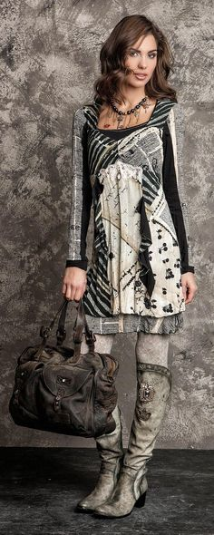 Winter / Fall Fashion Daniela Dallavalle: Like this outfit, but would prefer it in autumn shades that would go with the bag and jewelry I already have. Look Boho, Bohemian Style, Boho Chic, Look Fashion, Winter Fashion, Womens Fashion, Fashion Trends, Cool Outfits, Casual Outfits