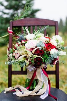 Oh my goodness gracious, this bouquet! I've been seeing a lot of red these days (maybe just for Valentine's Day), but I love it!
