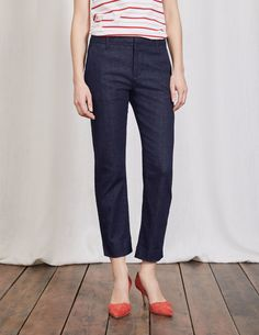 Clean, crisp and modern: these jeans tick all the boxes. They're a denim take on the style of our bestselling Richmond 7/8 trousers. Hidden buttons complete the sleek look and slanted side pockets are perfect for casual posing (or stuffing with receipts and loose change).