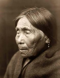 Chimakum Woman, photo by Edward S. Curtis, 1913  Curator@old-picture.com.