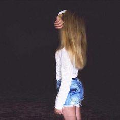 Девушка блондинка лица не видно