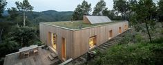 Bioclimatic green-roofed home boasts a low-energy footprint in...