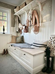 Country Farm, Country Life, Home And Living, Living Room, Appartement Design, Small Hallways, Hallway Storage, Cabin Interiors, Farmhouse Interior