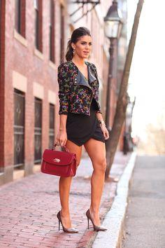 I ❤️ her tight mini skirt and high heels, she has long beautiful legs💋💋💋 Womens Fashion Casual Summer, Womens Fashion For Work, Look Fashion, Mode Outfits, Skirt Outfits, Sexy Outfits, Black Mini Skirt Outfit, Pernas Sexy, Frauen In High Heels