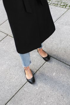 Nisi is wearing: Loewe T Pouch, Chloé Laurent ballet flats, wool vest, knit sweater, denim mom Jeans, statement earrings - teetharejade.com