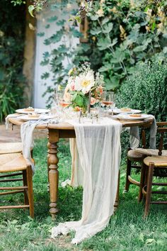 Photography : Kibogo Photography Read More on SMP: http://www.stylemepretty.com/destination-weddings/france-weddings/2016/01/29/french-garden-elopement-inspiration-in-giverny/