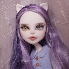 Catrine doll custom ooak monster high by qoru Custom Monster High Dolls, Monster High Repaint, Custom Dolls, Doll Painting, Cat Doll, Doll Repaint, Ooak Dolls, Ball Jointed Dolls, Doll Face