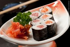 Hideki Sushi (jantar)    Uma porção de Hossomaki