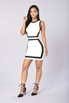 - Available in White/Black and Royal/White - Scoop Neck - Exposed Back Zipper - Sleeveless - Body Con Fit - Color Block - 95% Polyester 5% Spandex