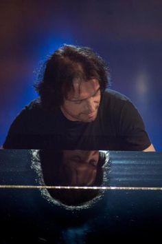 Yanni : Photo by Silvio Richetto