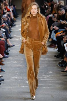 Max Mara Fall 2017 Ready-to-Wear Fashion Show - Eniko Mihalik