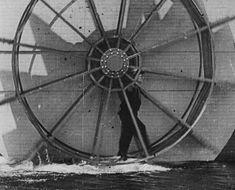 GIF: Buster Keaton la promenade sur l eau