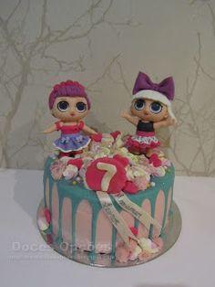 Doces Opções: Bolo de aniversário LOL Surprise! Lol, Snow Globes, Birthday Cakes, Sweets, Fun