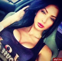 Ignore the boobs...this colour navy blue hair