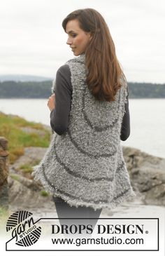 """Rain Ripples - Knitted DROPS vest in """"Puddel"""" and """"Lima"""". Size: S - XXXL. - Free pattern by DROPS Design"""