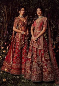 WEAR RED TO WED: Soltee UK 's latest collections are true works of art ❤️ . Photography: Hormis Antony Tharakan Hair & Makeup: Divarose Jewellery: Amaris Jewels by Prernarajpal Decor Courtesy: Tinselle Events Designer Bridal Lehenga, Indian Bridal Lehenga, Indian Bridal Outfits, Indian Bridal Fashion, Indian Bridal Wear, Indian Designer Outfits, Dress Indian Style, Indian Dresses, Desi Wedding Dresses