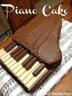 Kit Kat Piano Cake Tutorial-for Kathryn Fancy Cakes, Cute Cakes, Beautiful Cakes, Amazing Cakes, Piano Cakes, Music Cakes, Cake Tutorial, Creative Cakes, Themed Cakes
