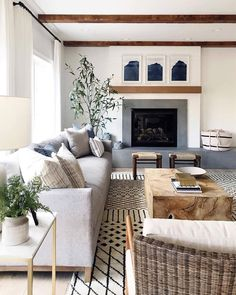 Great use of multiple pattern rugs in living room without getting cluttered | Décor Aid