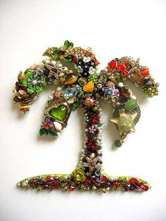 Palme-Weinlese-Schmuck-Mosaik-Wand-Kunst so durch ArtCreationsByCJ - Vintage Schmuck Costume Jewelry Crafts, Vintage Jewelry Crafts, Vintage Costume Jewelry, Vintage Costumes, Jewelry Wall, Jewelry Tree, Jewelry Frames, Body Jewelry, Jewelry Necklaces