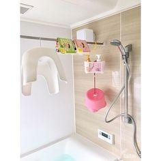 汚れがたまりやすく根付きやすい浴室。気を抜くとすぐに汚れて掃除もとても大変です。今回はそんな大変なお風呂掃除を、RoomClipユーザーさんの実例にならい「汚れを取る方法」と、掃除のあとの「きれいな状態をキープ」する方法に分けて紹介します。参考にしてみてください。