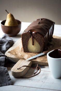 Cake Poire Chocolat, Sauce Chocolat - Lilie Bakery