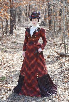 Replica of plaid walking dress. Victorian Costume, Steampunk Costume, Steampunk Fashion, 1890s Fashion, Edwardian Fashion, Vintage Fashion, Vintage Outfits, Vintage Dresses, Historical Costume