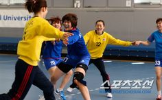 Team Korea Olympic training camp at Brunel University in July 2012 - Fun at handball training. Google Image Result for http://l3.yimg.com/bt/api/res/1.2/o9HV3Qcj4v7HWrHAjJK.aQ--/YXBwaWQ9eW5ld3M7cT04NTt3PTU1MA--/http://media.zenfs.com/ko_KR/News/sports.chosun.com/2012072301001765400146671.jpg