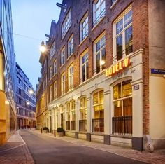 Present in the heart of the city in the oldest streets, this hotel is famous among the locals as well for its food. For people who truly want to experience what it is like to be a local, this hotel provides the best experience for you to truly indulge in the culture and lifestyle of the locals.#hotelsinamsterdam #hotelsinamsterdamcentral #hotelsinamsterdambest #amsterdambest #amsterdamhotels #amsterdamhotelsluxury #wheretostayinamsterdamhotels Best Hotels In Amsterdam, Amsterdam Travel, Beautiful Places In The World, Great Places, Amazing Places, Hotel Boutique, Hotel Secrets, Dam Square, Built In Microwave