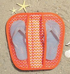 Appliqued Flip Flop Cases Kwik Sew Sewing Pattern 4166 from Sew Essential. Sewing Tutorials, Sewing Crafts, Sewing Projects, Diy Fashion Bags, Costura Diy, Kwik Sew Patterns, Techniques Couture, Quilted Bag, Sewing Accessories