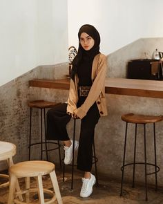 Long knit v-neck cardigan caramel from Casual Hijab Outfit, Ootd Hijab, Cardigan Outfits, Cardigan Fashion, Casual Outfits, Fashion Outfits, Hijab Fashion Inspiration, Hijabi Girl, Muslim Hijab