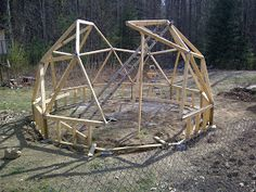 Geodesic Dome Greenhouse built with beams and pipe hubs. It has an IBC tote aquaphonics system in it and strawberry towers. Geodesic Dome Greenhouse, Strawberry Tower, Concrete Blocks, Wood Screws, Beams, Construction, Backyard, Garden, Building