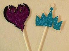 Descendants Cupcake Toppers-Free by PrincessPartyPrints on Etsy Birthday Cupcakes, 4th Birthday, Birthday Ideas, Birthday Parties, Cupcake Toppers Free, Boys Bedroom Paint, Decendants, Disney Descendants, Just Desserts