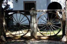 wagon wheels as gates Old Gates, Metal Gates, Outdoor Rooms, Outdoor Gardens, Rustic Gardens, Bonus Room Design, Porch Gate, Garden Gates And Fencing, Garden Deco
