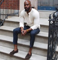 Look At These Men's Jackets. Find out some terrific mens fashion. With so much fashion for men available these days, it can be a daunting encounter. Gorgeous Black Men, Handsome Black Men, Beautiful, Casual Look For Men, Men Casual, Men Looks, Man Street Style, Bald Men Style, Business Dress