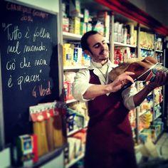 Benvenuti nel #Teatro del #Gusto. Il #Carnevalediputignano rende omaggio al #maestro #giuseppeverdi. Venite a godervi i nostri #panini #gourmet a tema, #sinfonie di puro #piacere.