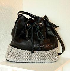 Leather handbag with soda can tabs. Purses And Handbags, Leather Handbags, Can Tabs, Book Purse, Bag Making, Bucket Bag, Photo Editing, Soda, Fashion