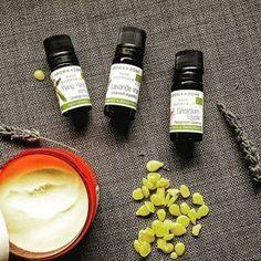Parfum solide d'été : Karité, Cire d'abeille, Amande douce, Ylang; Géranium & Lavande.