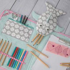 Eine kostenlose Anleitung für das Stifteetui kleiner Vielfraß findet ihr auf dem Blog von lila und mint. Eine tolle Geschenkidee und super einfach selbstgemacht. Den passenden Stoff dazu findet ihr bei uns im Shop: www.bygraziela.com